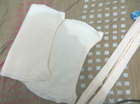 jahit rapi tepi atas dan bawah kain utama yg nantinya jadi bagiann atas tas