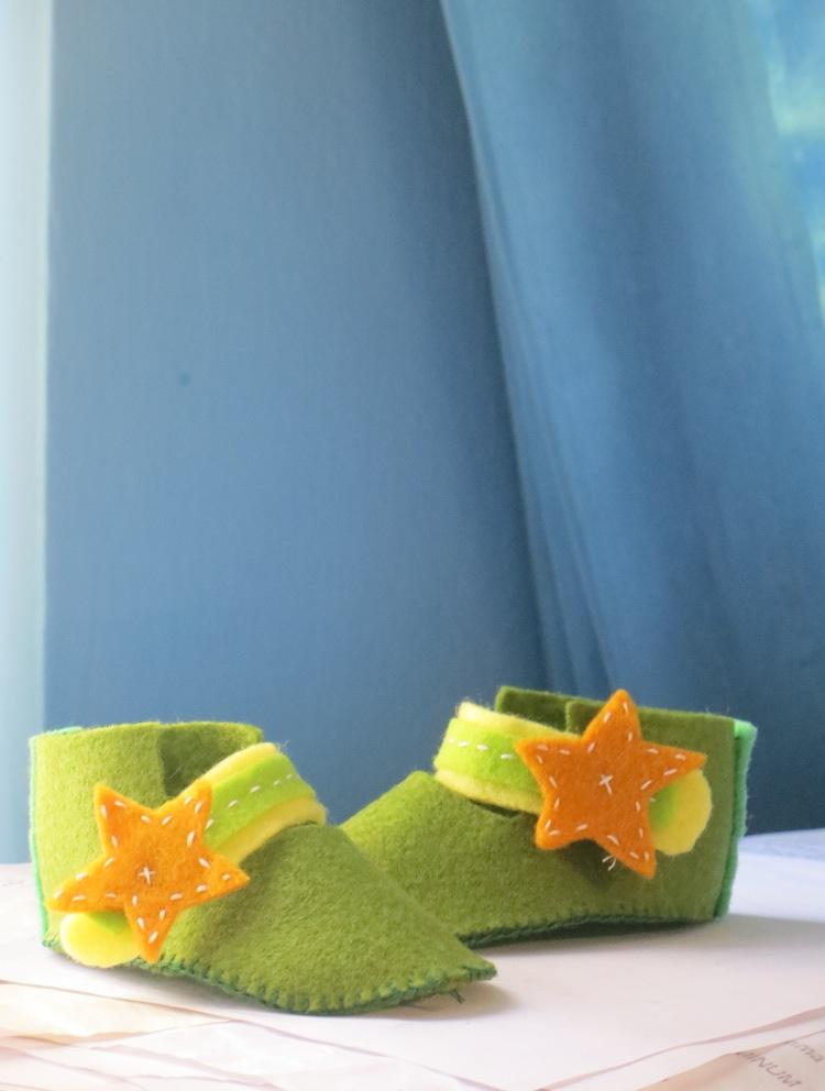 Tutorial Membuat Sepatu Bayi dari KainFlanel